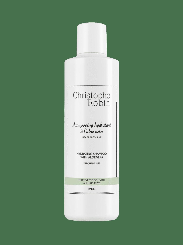 Des cosmétiques pour préparer les cheveux au soleil